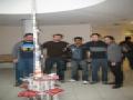 EPS-Marzec 2009-Studenci budujący wieżę z gazet