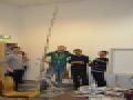 EPS-Marzec 2013-Studenci budujący wieżę z gazet